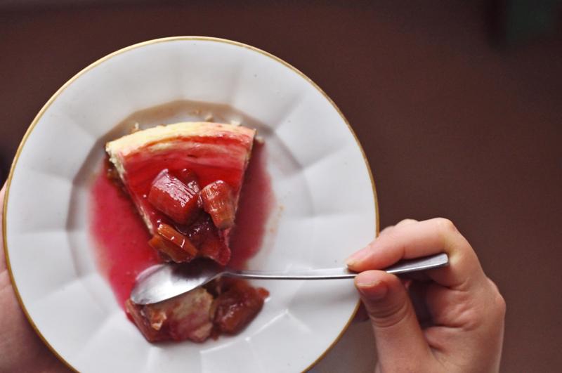 Cheesecake aux Petits Suisses, à la Rhubarbe & au Gingembre